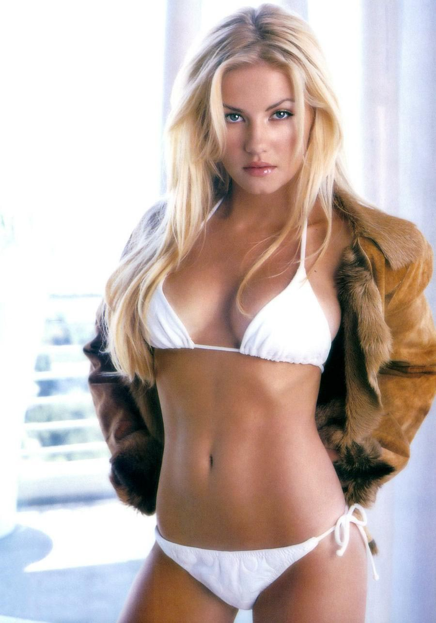 Elisha Cuthbert Hot Pictures